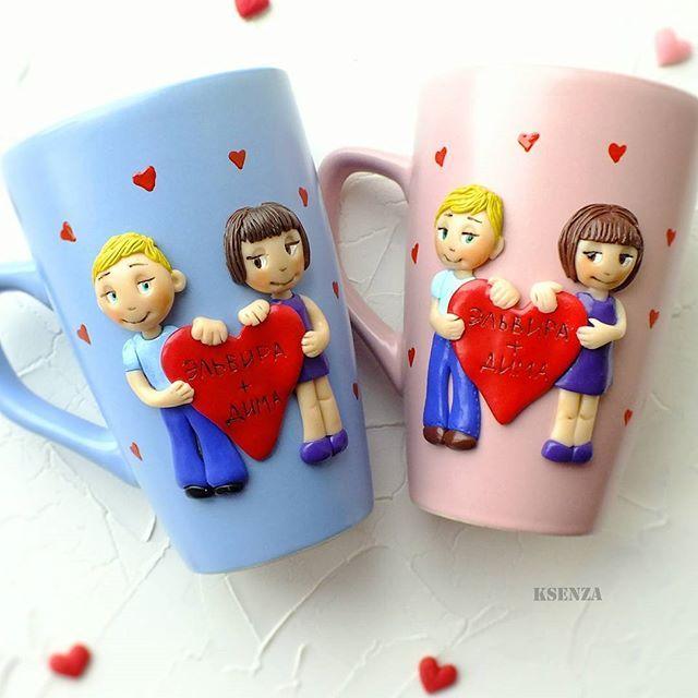 Парные кружечки love is... с небольшим сходством и  сердечком. Оригинальный подарок любимым. #полимернаяглина #пластика #фимо #кружканапамять #кружкасдекором #кружканазаказ #ярмаркамастеров #любовьэто #polymerclay #handmade #mug #cup #love is #livemaster