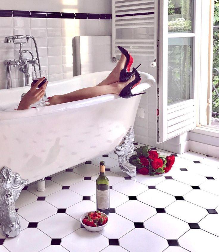 Instagram (@ofleatherandlace)  Parisienne, parisienne style, parisian style, parisian apartment, parisian chic, paris bathroom, paris bathroom decor