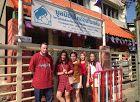 http://www.hopeforthefuture.no Vi hjelper fattige i slummen forskjellige steder i Thailand, skoler, barnehjem og enkelt mennesker. Behovet er skrikende og vi står på. Er det noen som vil støtte oss blir vi veldig takknemmelig. Alt går uavkortet til hjelp, vi  er en non profit og betaler alle reiser av egen lommebok.