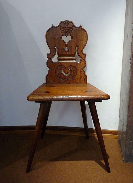 New own Alsatian chair