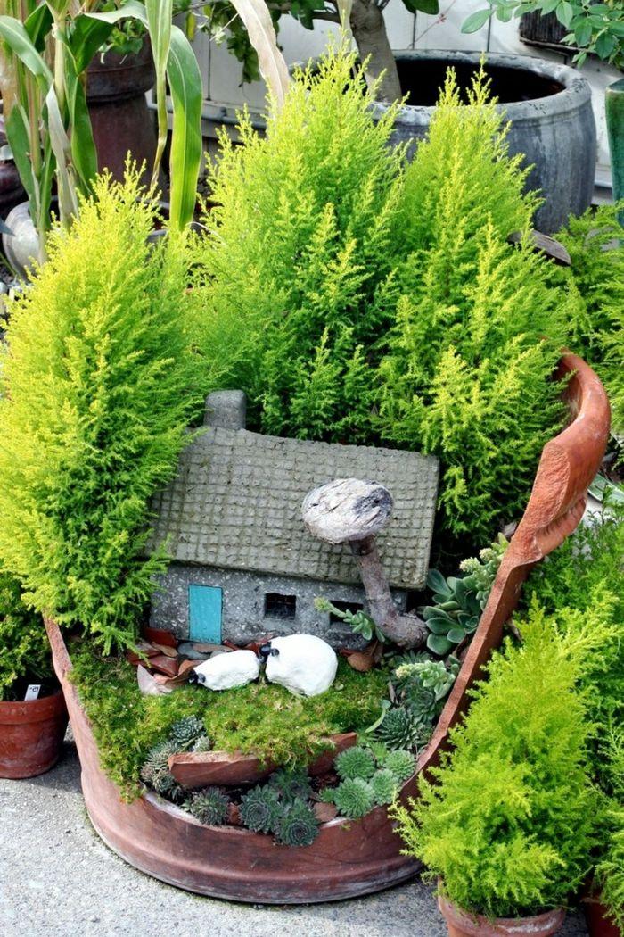 bastelideen mini garten zerbrochener blumentopf haus steine pflanzen