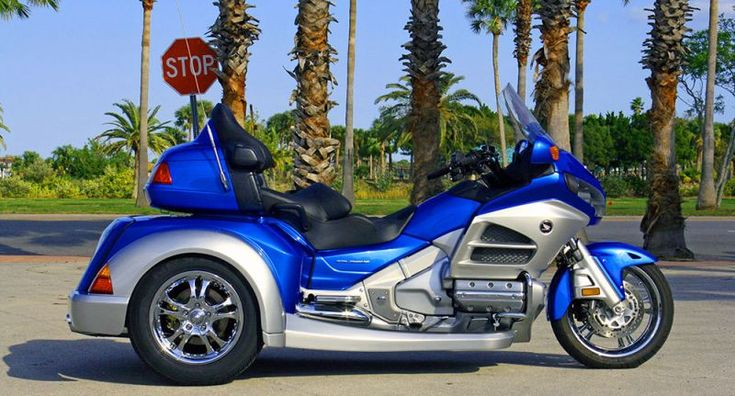 Roadsmith HTS1800 Honda Goldwing Trike. MC, motorcycle, bike, wheels, curves, blue, 2 wheels, cool ride, transportation, photograph, photo