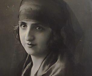 Neyyire Neyir (Münire Eyüp Ertuğrul)Neyyire Neyir (Münire Eyüp Ertuğrul) İlk iki müslüman kadın sinema oyuncusundan birisidir. Doğum Tarihi: 1902 Doğum Yeri: Ölüm Tarihi: 13/02/1943 Mezarı: Zincirlikuyu Mezarlığı, İstanbul