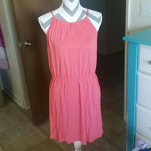 NEW ITEM! Coral Sundress Very cute coral sundress, this is a reposh thay I hate to let go but it's too small on me :( hits above the  knee. No damage, very little wear. Old Navy Dresses