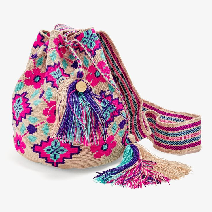 Woven with a vibrant geometric pattern, this Guanábana bag is mindfully…