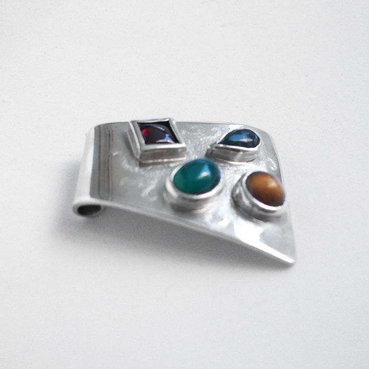 Colgante plata y piedras incrustadas.  #joyas #jewlery #handmade #chile #hechoamano #moda #accesorios #fashion