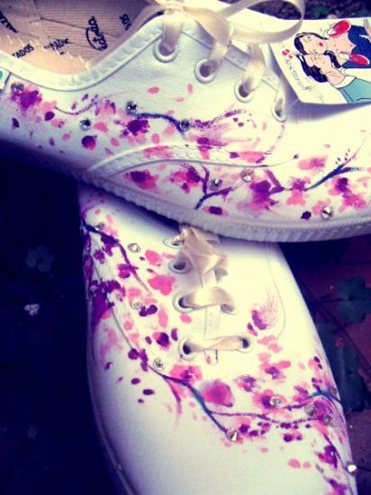 zapatillas victoria personalizadas con swarovsky  cristales de swarovsky,pinturas para telas,bambas tipo victoria pintar,dibujar