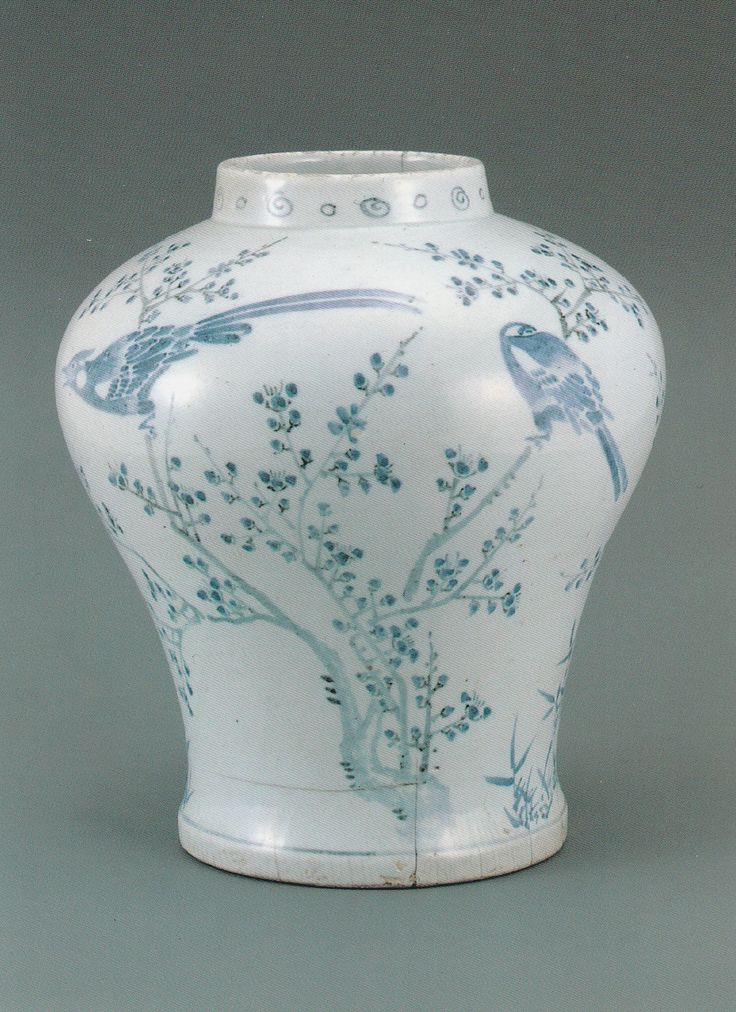 Blue and White Porcelain Jar, Joseon 16c, Ewha Womans University Museum 'White Porcelain In The Joseon Dynasty' special exhibition 2015.