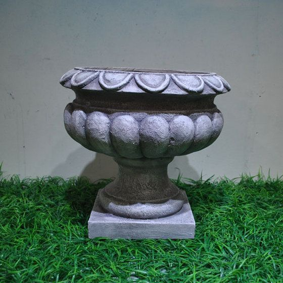 #clasical #urn #pot #planter #roman Get yours here: http://moderngarden.co/Classical%20Resin%20Planter.php