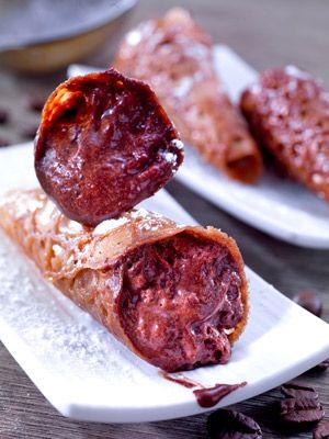 Canutillos con mousse de chocolate  Así se prepara este delicioso postre: http://www.mujeresreales.es/cocina/postres/articulo/canutillos-con-mousse-de-chocolate-721456741125