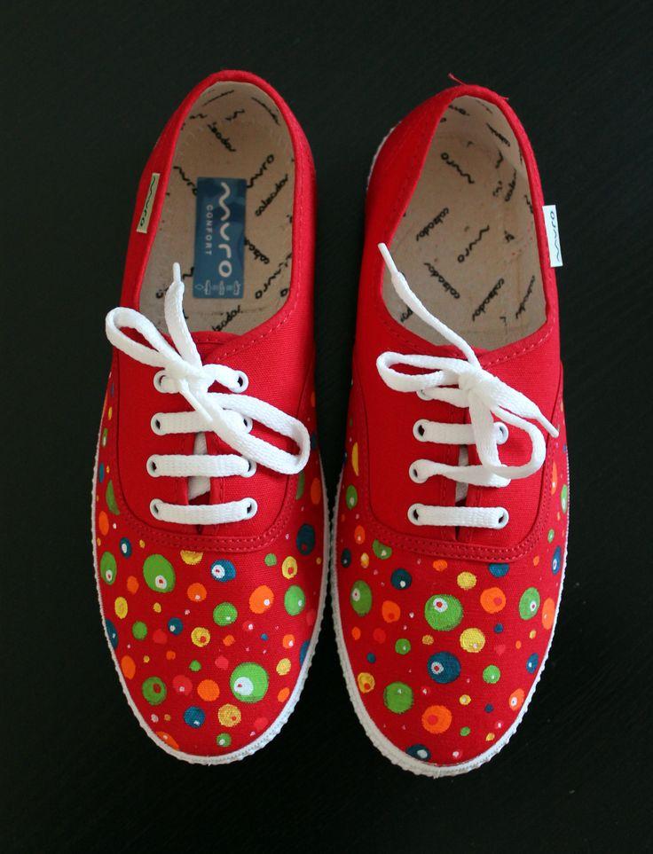 """Zapatillas """"Planetas"""" adulto (disponibles en blanco, verde, azul oscuro, negro y rojo) ."""