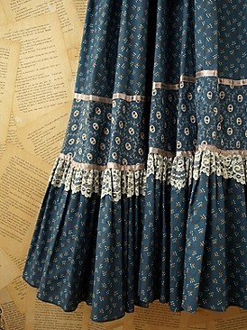 Vintage gunne sax -Loved the combination of calico fabrics, ribbon and lace! So imaginative for the time!