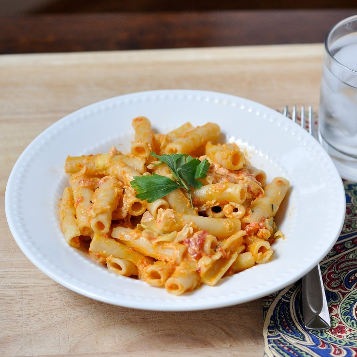 Good Thymes and Good Food: Goat Cheese Pasta with Roasted Red Peppers & Artichokes: Good Food, Artichokes, Pasta Recipes, Goat Cheese Pasta, Goats Chee Pasta, Goats Cheese Pasta, Drinks, Carbonara, Roasted Red Peppers