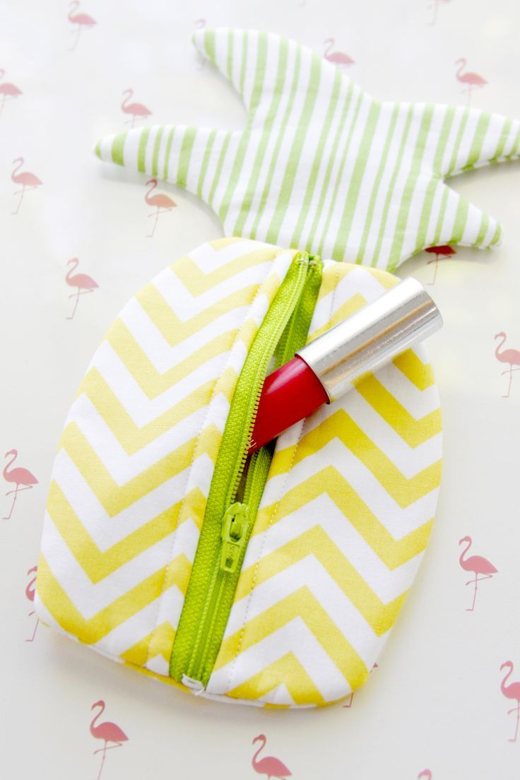 Summer Pineapple DIY Zipper Pouch - an easy and quick little sewing project!