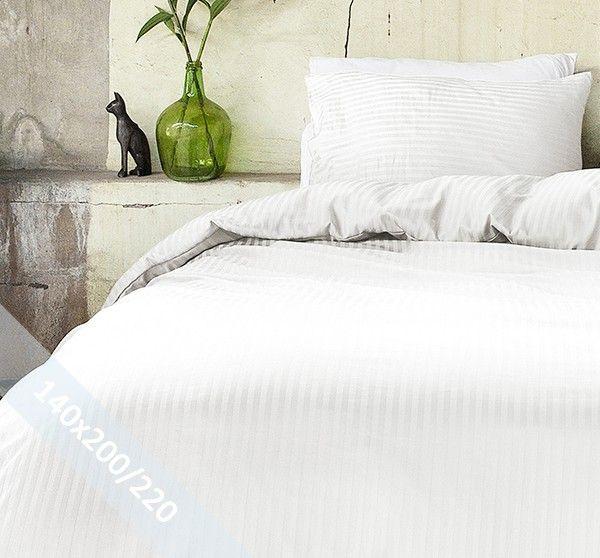 Hotel Linnen crème éénpersoons (140x200/220 cm) dekbedovertrek van 100% katoen-satijn. Wentel je in het stijlvolle en de luxe van een hotelsuite. Door verschillende weeftechnieken ontstaan de banen met mat en glans.