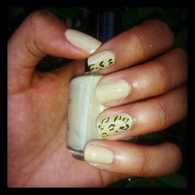 "@Milwinda Isabel Montero Castillo's photo: ""#nails #nailsart #leopardnails #cute thanks to @luciavasquezc"""
