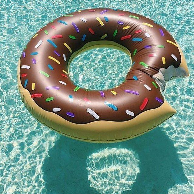 Já conferiu a nossa coleção de bóias divertidas!? Anime os seus dias de sol à beira da piscina!!! #poolparty #bóiasdivertidas #dunkindonuts #pool #piscina #achado #achados #achadinhos #itgirl #summer #verão #boiadonuts