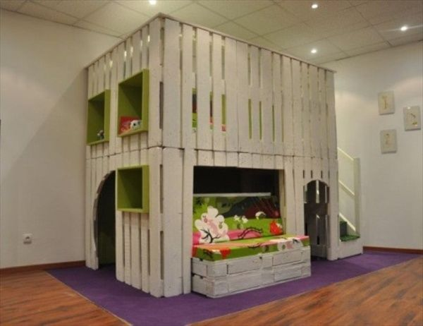 easy and good ideas using wooden pallets | DIY Designs - Kids Pallet Playhouse Plans | Wooden Pallet Furniture