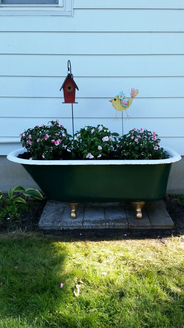 22 best Old Bathtub Landscape Ideas images on Pinterest   Garden ...