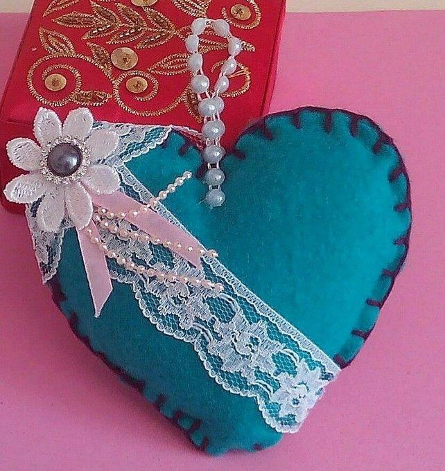 Hanging Heart, Pin Cushion, Handmade Felt Craft, Home Decor, Shabby chic, Ladies £4.95