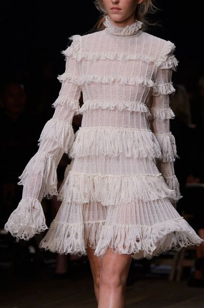 Alexander McQueen at Paris Fashion Week Spring 2016