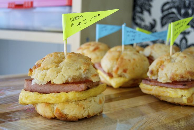 Mini Ham & Egg Onion Biscuits #bellesbybella #biscuit #sandwich