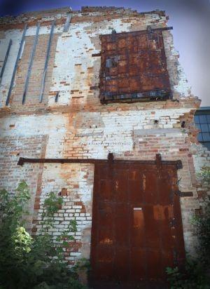 Valparaiso factory door brick wall