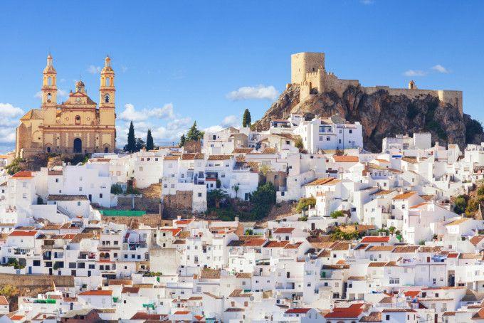 Olvera,Pueblo de raíces árabes, fue conquistada por Alfonso XI en 1327 incorporándola al reino de Castilla.