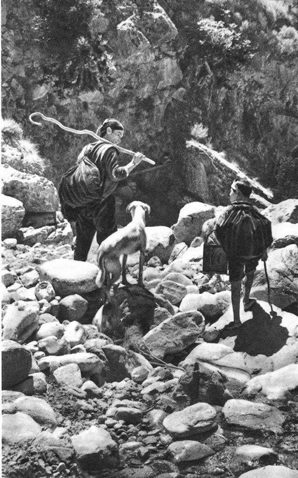 Η Κρήτη του 1950 μέσα από φωτογραφίες του Claude Dervenn-Σκαρφαλώνοντας στον Ψηλορείτη.