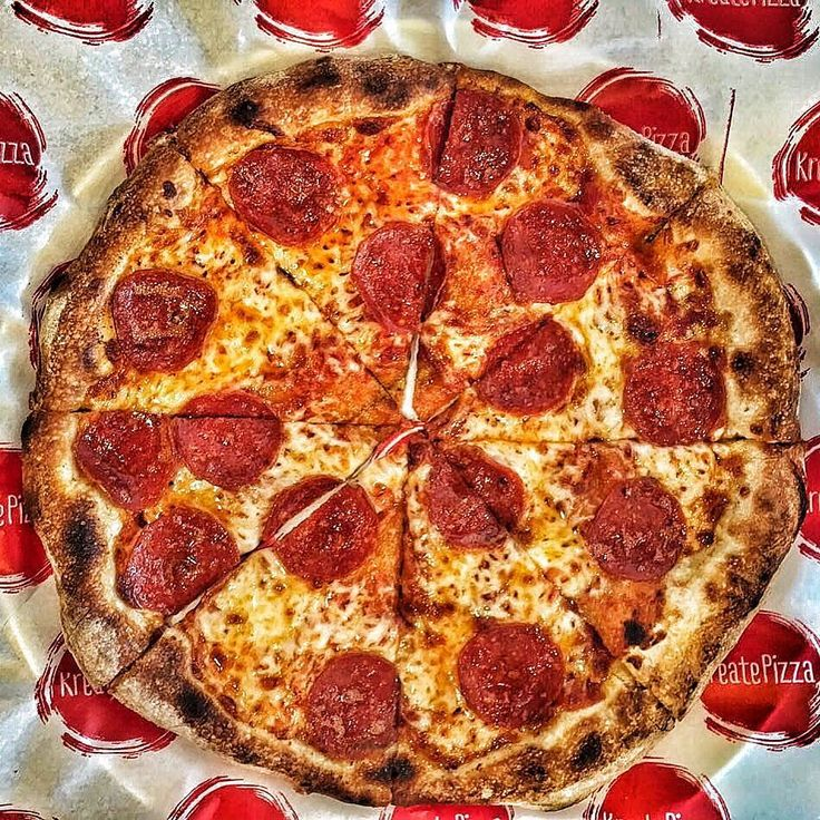 Simple and tasty #pizza #kreate #kreatepizza #kreateglendale #whatwillyoukreate #northhollywood #highlandpark #glendale #silverlake #pizzalove #pizzaporn #pizzatime #foodie #foodgasm #foodporn #eat #eater #losangeles #california #eaglerock #goodeats #burbank #calzone #calzonepizza #nutella #banana #nutellapizza #hawaiian