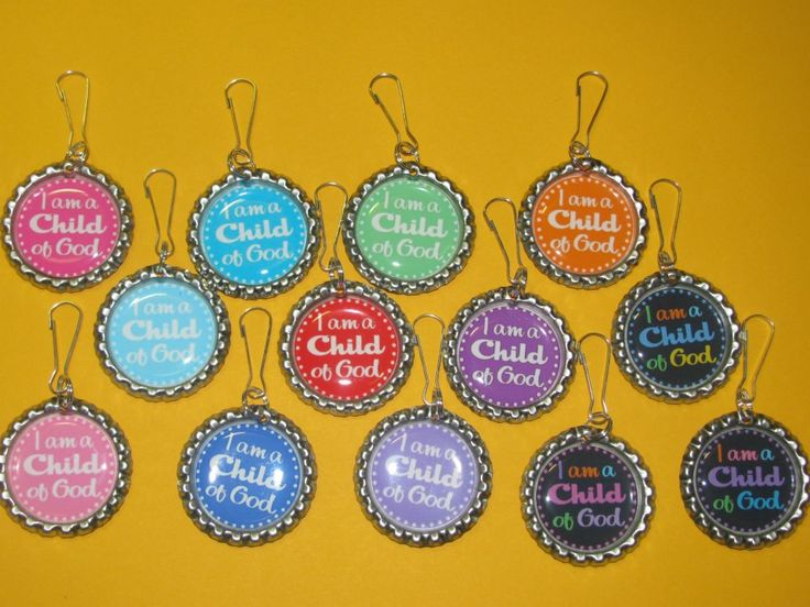 Free Printables for I am a child of God bottle cap for zipper or scripture pulls. A tutorial is included with several different downloadable patterns. Have them made into photo prints. Available in blue, pink, green, blue chevron, red, yellow and more.