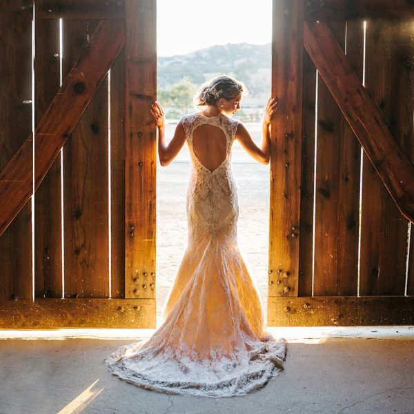 Trouwen in een schuur vintage trouwlocatie trouwen in het buitenland themabruiloft rustiek destination wedding barn wedding alternatieve bruiloft