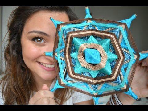 """Neste vídeo ensino como fazer um """"Olho de Deus"""" (Ojo de Dios), que é uma mandala feita somente com linhas e gravetos. Se gostou do vídeo clique em gostei pra..."""