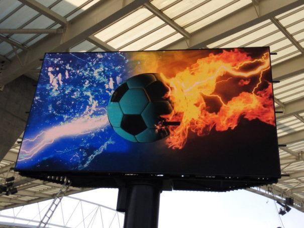 El estadio del FC Oporto optimiza su red de pantallas #led con escaladores de Calibre