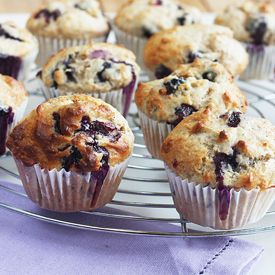 A quicky recipe to prepare tasty blueberry muffins with ease