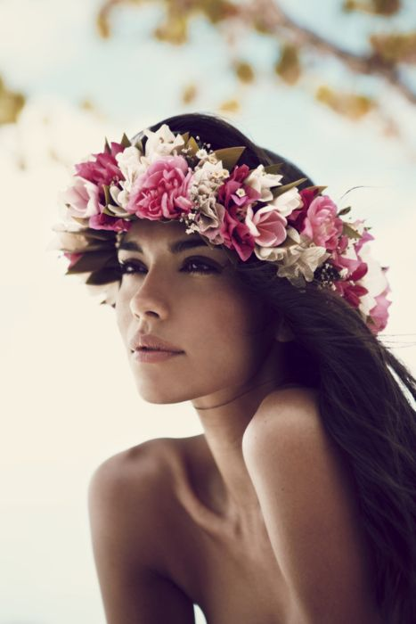 can i live on an island? so obsessed with floral headpieces
