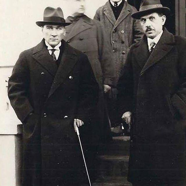 ... Atatürk'ümüzün az bilinen bir fotoğrafı. Kazım Özalp ile birlikte.