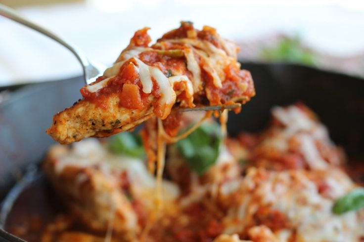 Skillet chicken with spicy pepperoni sauce