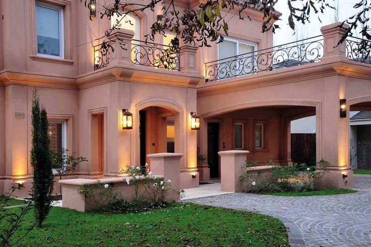 Casa de 400 m2 estilo provenzal en Barrio Privado Santa Catalina, Tigre, Buenos Aires, del estudio Fernández Borda Arquitectura del arquitecto Pedro Borda