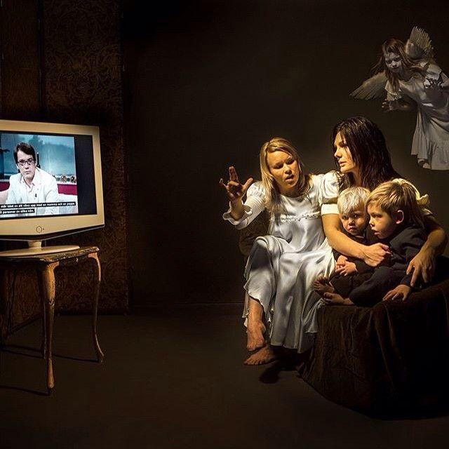 """""""En bild jag tog 2006. Göran Hägglund på teven dag före valet 2006 där han i fina Morgonsoffan säger : -barn mår bättre av att växa upp med en mamma och pappa. Alltså två personer av olika kön. #in Hate We trust hette utställningen"""" - Elisabeth Ohlson Wallins Instagram."""