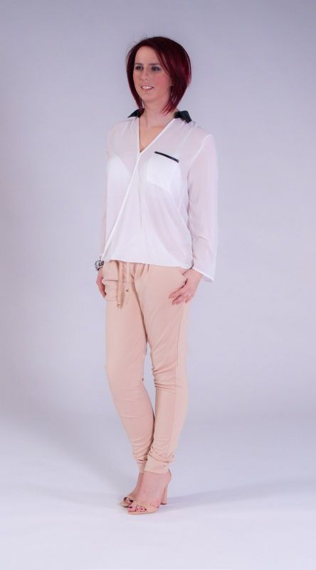 Doorzichtige blouse met leren kraag.  verkrijgbaar in 4 kleuren wit,zwart,zacht roze en knal roze. nu voor 31.95 euro