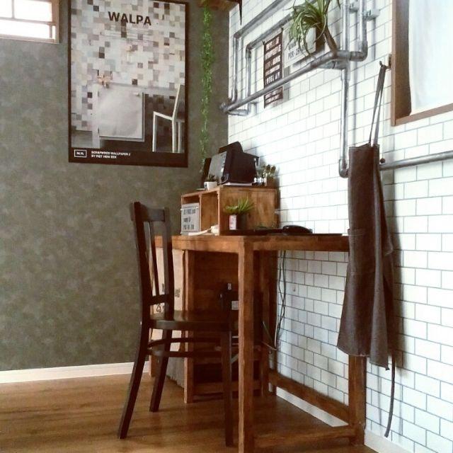 macaさんの、My Desk,DIY,パソコンデスク,インダストリアル,アンティーク椅子,男前,壁紙はりかえ,タイル風の壁紙,塩ビ管DIY,ブログよかったら見てみて下さい♩についての部屋写真