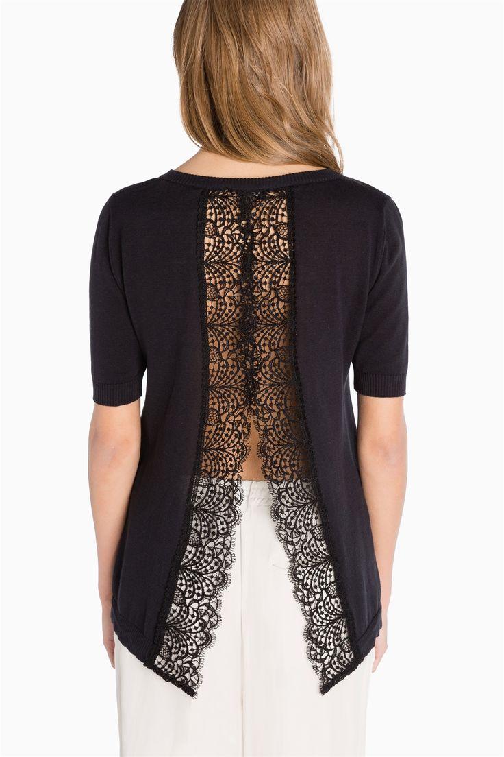 👀 ¿Te encantan los tops? ¡Entonces te gustará este #top #negro de #algodón de #TwinSet! Vestimos a la #moda ‼
