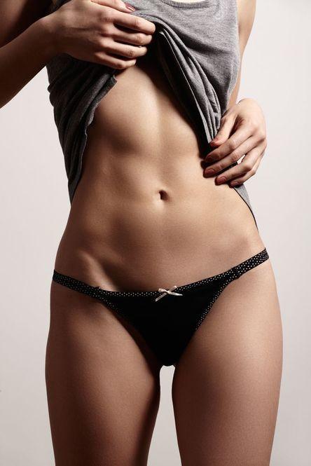 1日10秒でOK!ぺたんこお腹を作る体幹トレーニング - Locari(ロカリ)