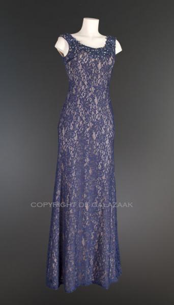Lange jurk met zacht blauw kanten bloemenpatroon 1473