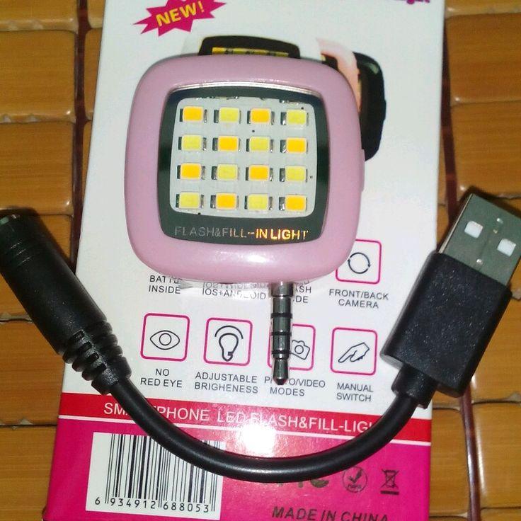 đèn flash trợ sáng cho điện thoại chụp ảnh.