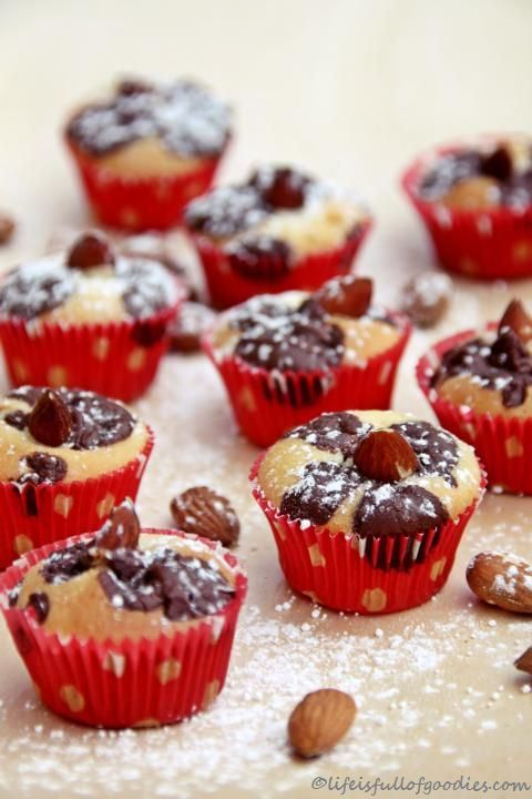 Mini-Marzipan-Mandel-Muffins