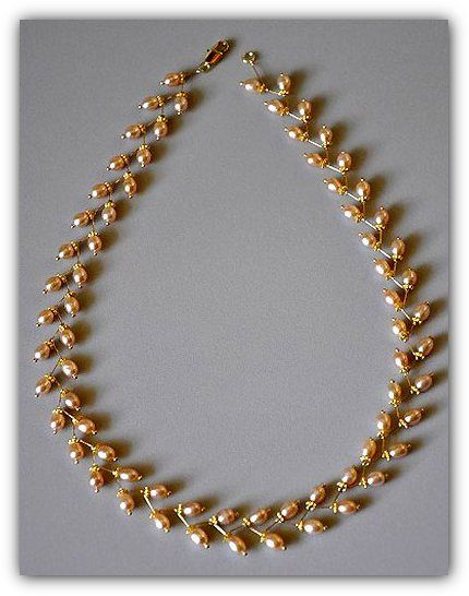 На первый взгляд кажется, что трудно сделать такое прекрасное жемчужное ожерелье своими руками. На самом деле все очень просто делается. Достаточно иметь необходимое количество фурнитуры для бижутерии и ваши золотые руки. Давайте займемся делом. Для …