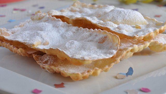 Farina 00: 250 grammi, Zucchero semolato: 20 grammi, Burro: 25 grammi, Uova: 2, Marsala: qb, Limone: metà, Lievito: mezza bustina, Sale: un pizzico, Zucchero a velo: qb.