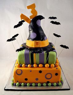 creative_cakes_by_allison_halloween_birthday by creative cakes by allison via - Halloween Decorated Cakes